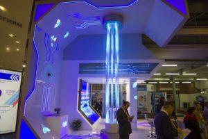 Водопад по струнам на выставке
