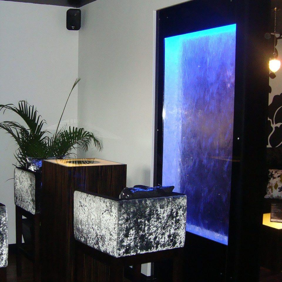 Водопады по стеклу, зеркалу